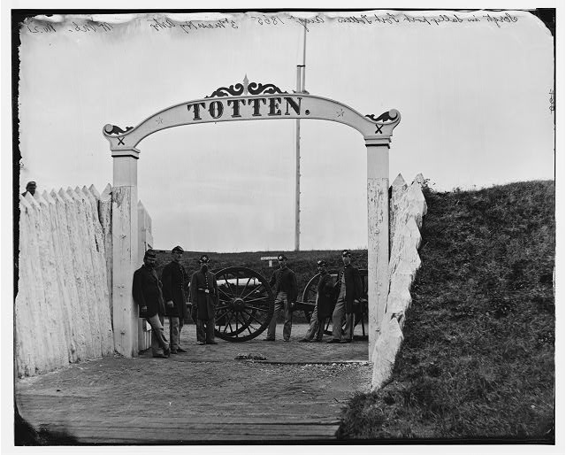 [District of Columbia. Men and gun of 3d Massachusetts Heavy Artillery at ornamental gate of Fort Totten]