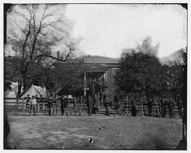 [Appomattox Court House, Va. Federal soldiers at the courthouse]