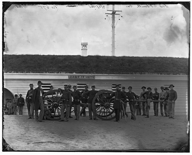 [Arlington, Va. Gun crew of Company K, 2d New York Artillery, in Fort C.F. Smith]