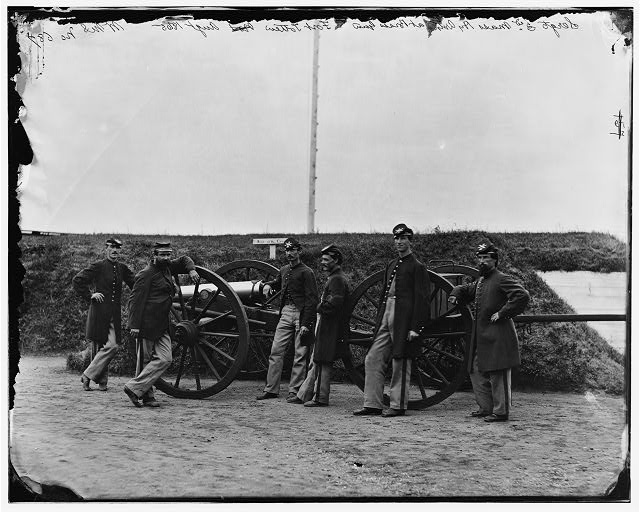 [District of Columbia. Sergeants of 3d Massachusetts Heavy Artillery, with gun and caisson at Fort Totten]
