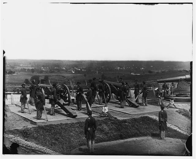 [District of Columbia. Gun crews of Company H, 3d Massachusetts Heavy Artillery, at Fort Lincoln]