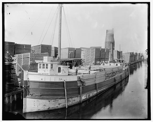[Loading lumber on steamer at lumberyards, Menominee, Mich.]