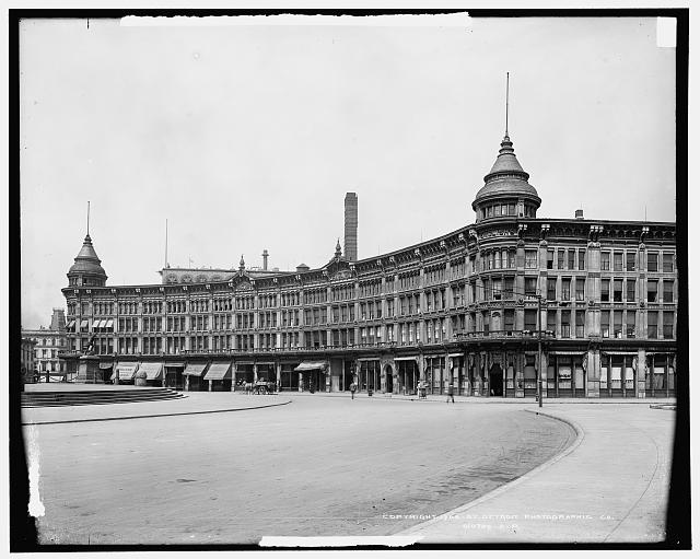Hotel English and Army and Navy [Soldiers' and Sailors'] Monument, Indianapolis, Ind.