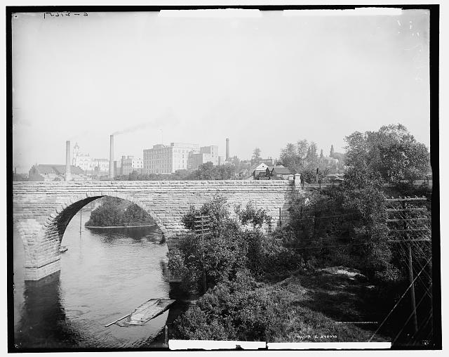 Stone bridge over the Mississippi, Minneapolis, Minn.