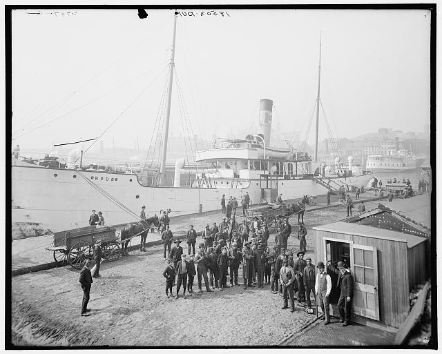 Pay day for the stevedores, Baltimore, Md.
