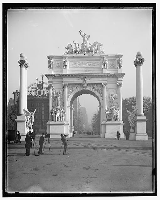 [Dewey Arch, New York]