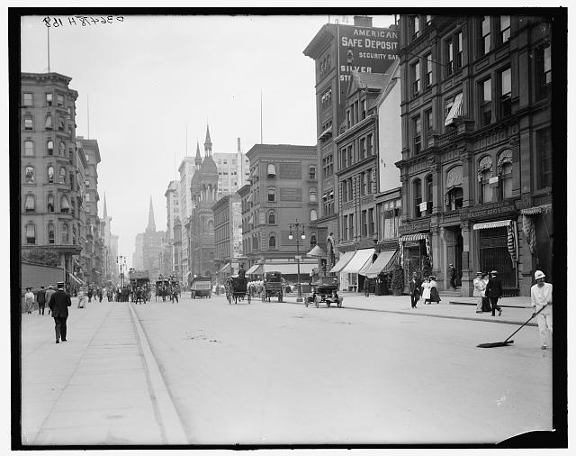 [Traffic at Fifth Avenue and Forty-second Street, New York, N.Y.]