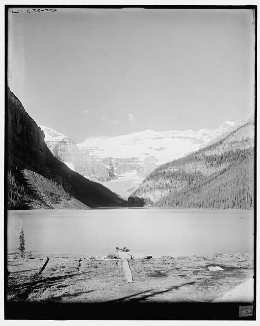 [Lake Louise & vicinity, Alberta, Sask. [sic], Lake Louise from chalet]