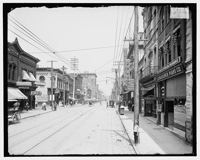 [Gay Street looking north from Clinch Avenue, Knoxville, Tenn.]