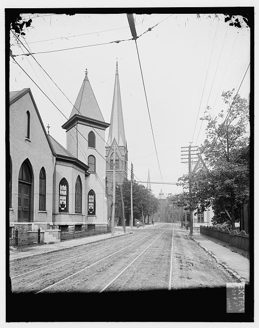 [Broadway & Fifth Avenue, looking east, Knoxville, Tenn.]