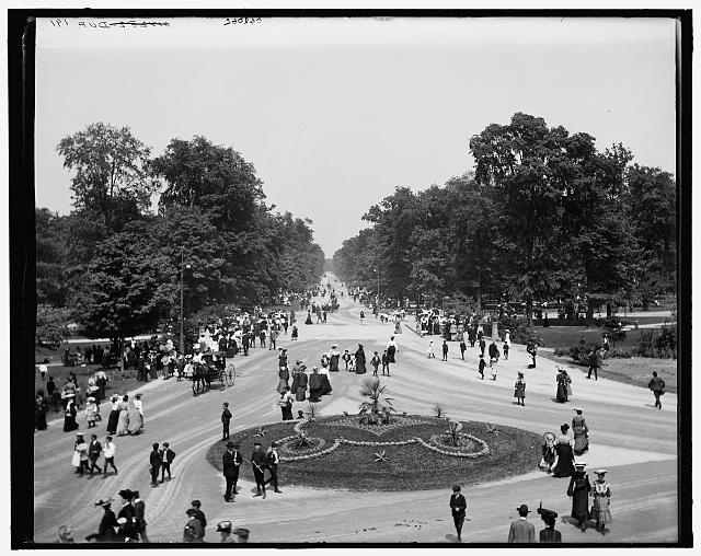 [Central Avenue, Belle Isle Park, Detroit, Mich.]