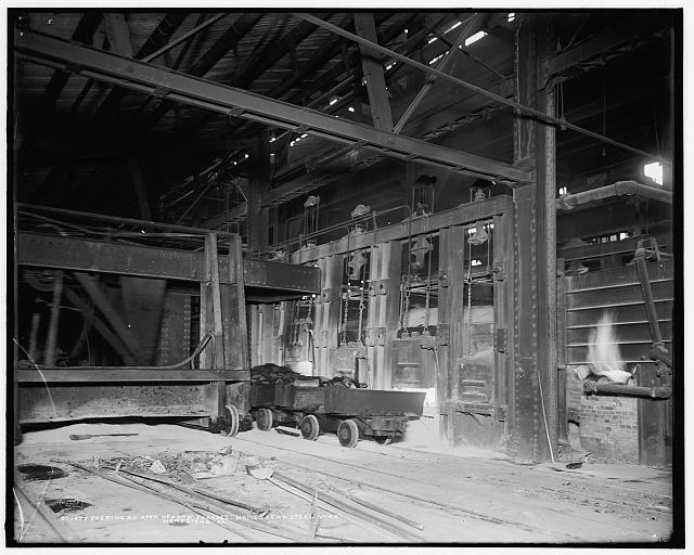 Feeding an open hearth furnace, Homestead Steel Wks. [Works], Homestead, Pa.
