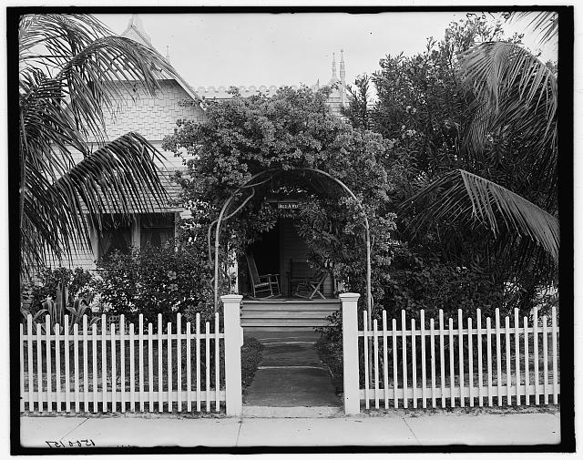 [A West Palm Beach cottage, W. Palm Beach, Fla.]
