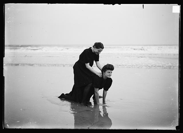 [Bathing beauties horsing around, Atlantic City, N.J.]