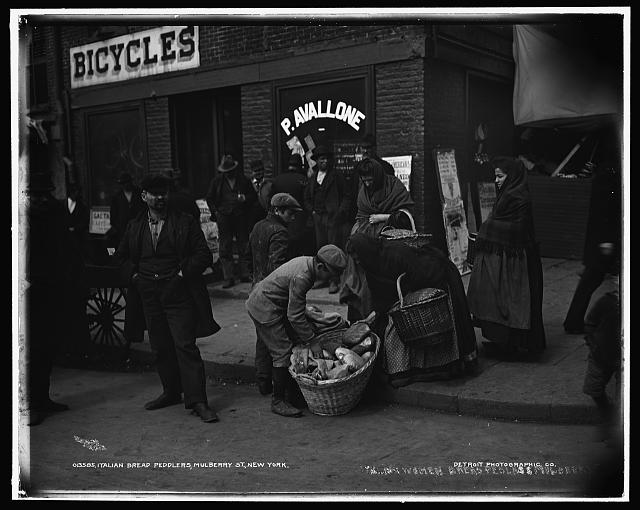 Italian bread peddlers, Mulberry St., New York
