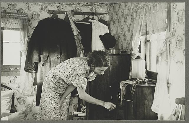 "Spencer, Iowa. Interior of a shack in ""Shantytown"""