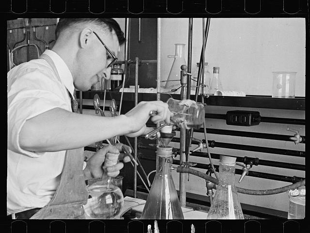 [Untitled photo, possibly related to: Laboratory, Department of Agriculture Experimental Farm, Beltsville, Maryland]