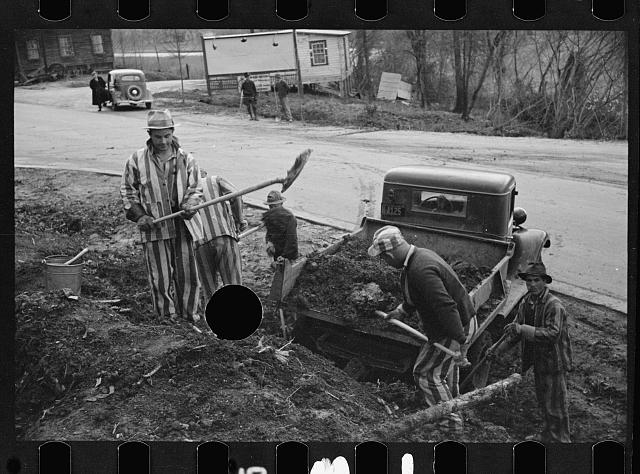 [Untitled photo, possibly related to: Convicts working on state road, North Carolina]