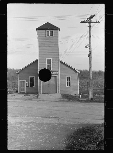 [Untitled photo, possibly related to: City hall, Thomas [actually Davis], West Virginia]
