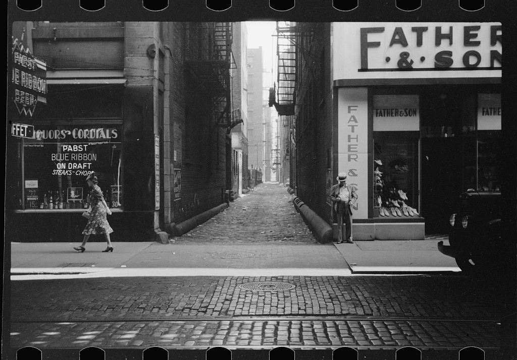 1940 photograph of a Chicago alley