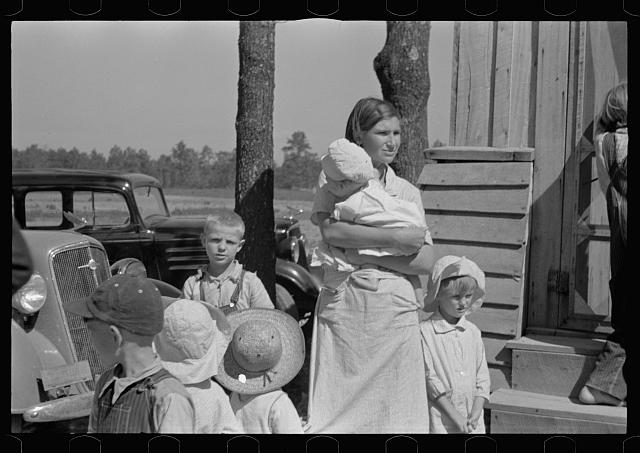 [Untitled photo, possibly related to: Wife and children of resettled farmer, Jackson County, Alabama]