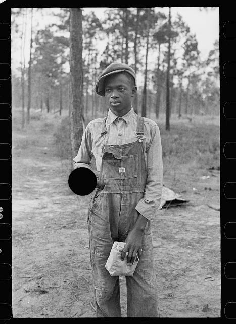 [Untitled photo, possibly related to: Negro boy selling pecans by road, near Alma, Georgia]