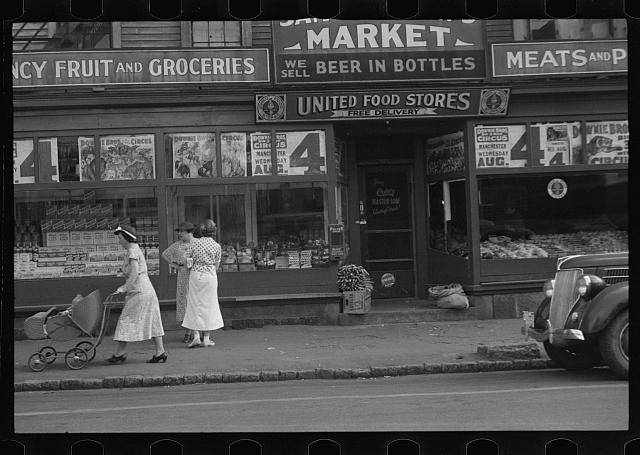 [Untitled photo, possibly related to: Market in Manchester, New Hampshire]
