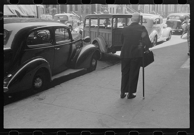 [Untitled photo, possibly related to: [New York, New York. 61st Street between 1st and 3d Avenues]]