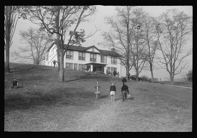 [Untitled photo, possibly related to: Scenes of the northern Shenandoah Valley, including the Resettlement Administration's Shenandoah Homesteads]
