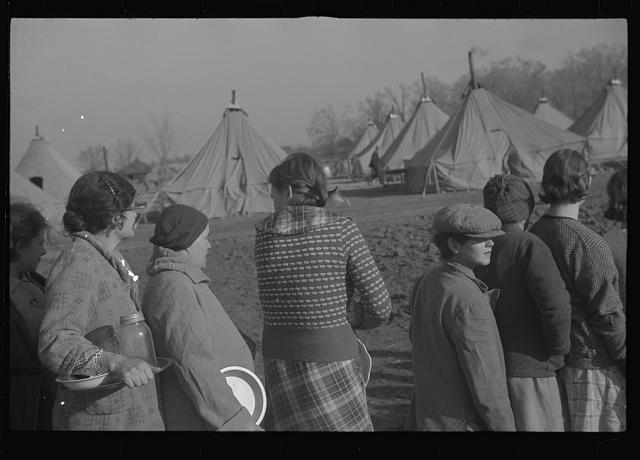 [Untitled photo, possibly related to: Refugees lined up at meal time in the camp for white flood refugees in Forest City, Arkansas]