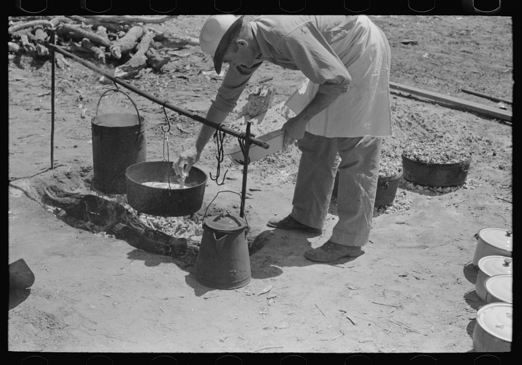 Camp cook working over an open fire, cattle ranch near Spur, Texas. May 1939.
