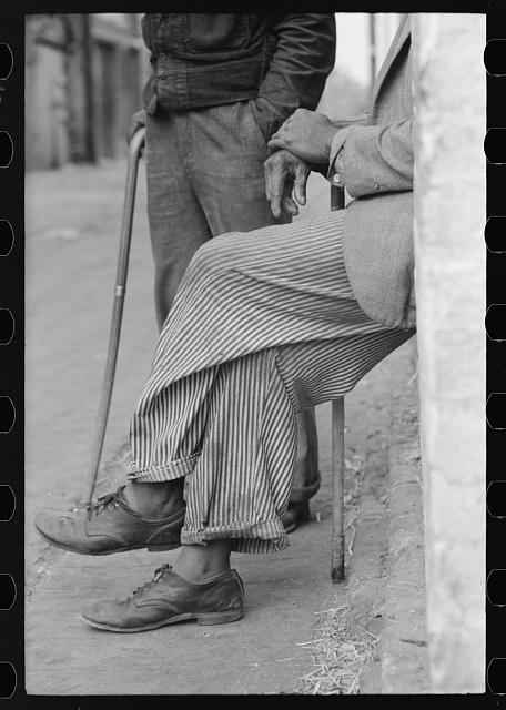 [Untitled photo, possibly related to: Negro man, hands resting on his cane, Waco, Texas]