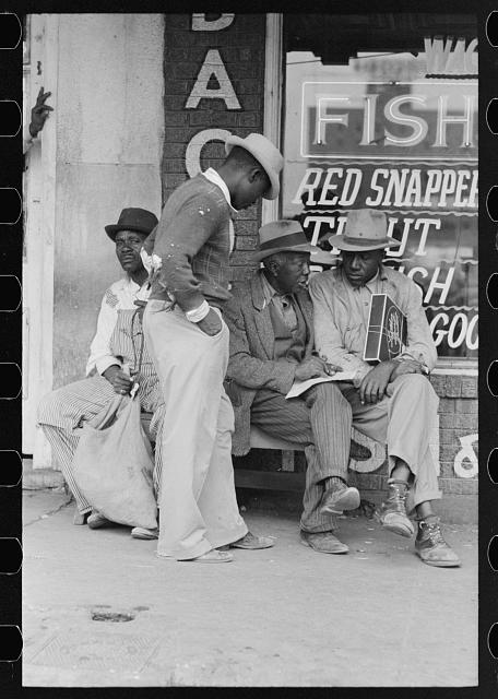 Negroes talking, market square, Waco, Texas
