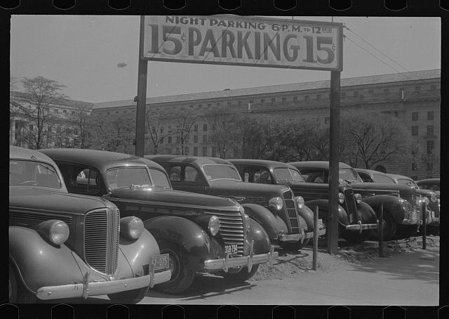 Washington, D.C. An automobile parking lot on 14th Street, back of the Department of Labor