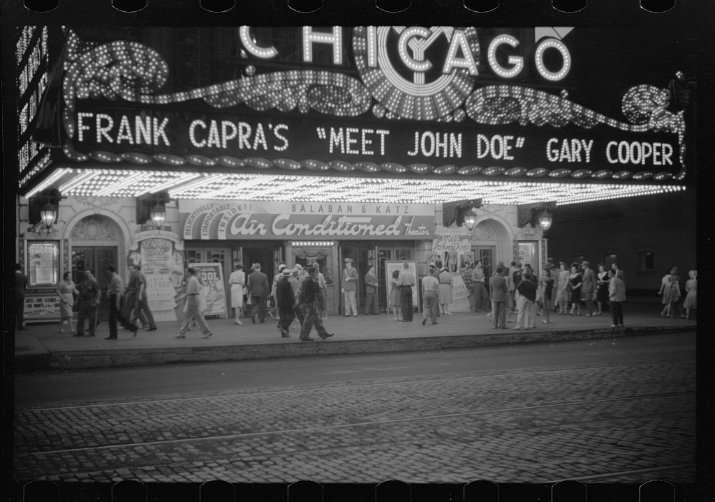 1941 photo of the Chicago Theatre