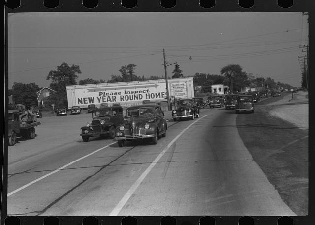 [Untitled photo, possibly related to: Highway from New York City to the shore. Sunday traffic]