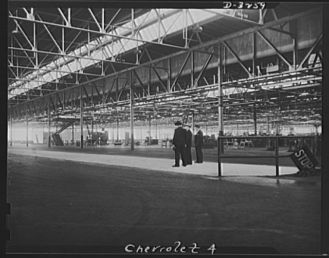 Auto conversion to airplane engines. With one hundred percent conversion of this automobile factory to production of airplane engines, the gigantic task of remodelling old machinery, removal of old and installation of new equipment, and extensive rebuilding of the plant itself was formidable--but speedy. Under terms of its contract, production was not scheduled until October, but Herulean efforts of management and labor reduced this to early spring of this year. Carloads of scrap material torn out of the plant are shown here at a siding back of the factory. Chevrolet, Buffalo, New York