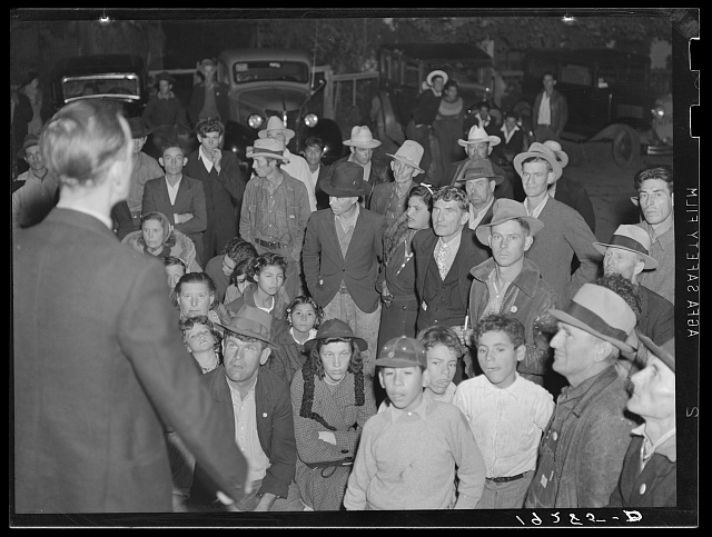 Kern County, California. Night street meeting of cotton strikers near end of defeated strike. Strikers received seventy-five cents per 100 pounds; demanded one dollar. In 1910 cotton growers in Imperial County advertised for pickers in the Southwest to come to Imperial Valley to pick for one dollar per 100 pounds