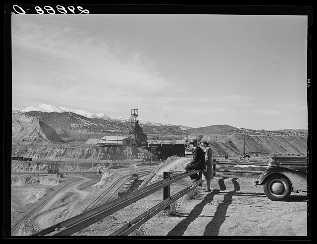 Tourists viewing copper pit. Ruth, Nevada