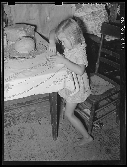 Children of tenant farmer living near Sallisaw, Oklahoma