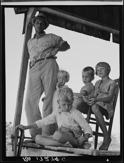 Cotton sharecropper family near Cleveland, Mississippi