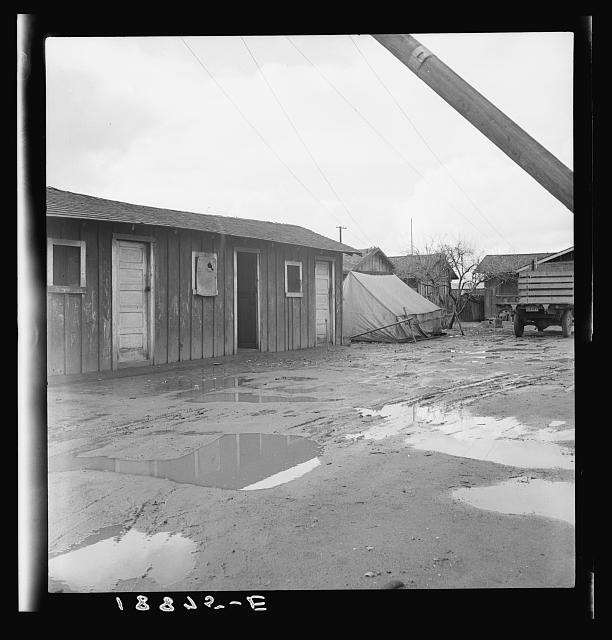 Lindsay, California. Houses inhabited by Mexican citrus workers. (Tulare County)