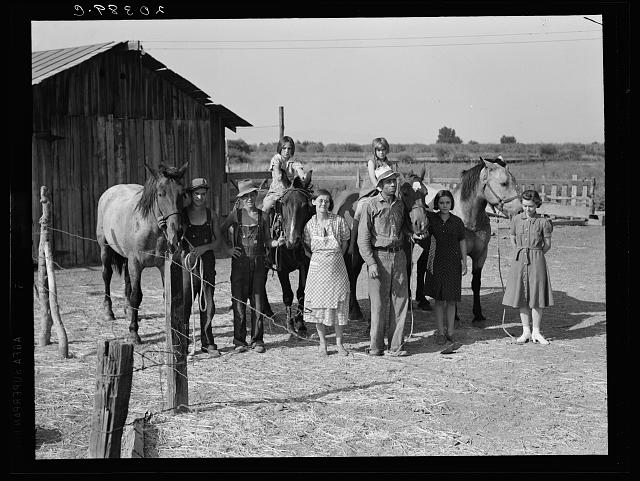 Washington, Yakima Valley, near Wapato. Rural Rehabilitation (Farm Security Administration). Chris Adolf, his wife, six of their eight children and his teams
