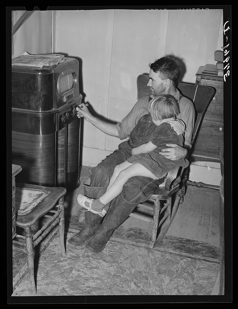 John Frost and daughter listening to radio in their home. Tehama County, California Digital ID: (digital file from original) fsa 8c00054 http://hdl.loc.gov/loc.pnp/fsa.8c00054 Reproduction Number: LC-DIG-fsa-8b00054 (digital file from original) LC-USF34-037961-D (b&w film neg.) Repository: Library of Congress Prints & Photographs Division Washington, DC 20540 http://hdl.loc.gov/loc.pnp/pp.print