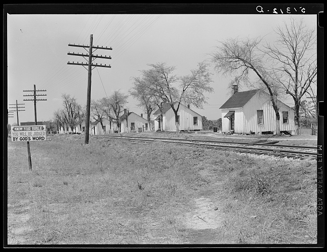 Georgia. Railroad work crew houses near Madison, Georgia