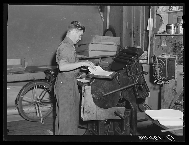 Running off auction bills. Office of Litchfield Independent. Litchfield, Minnesota