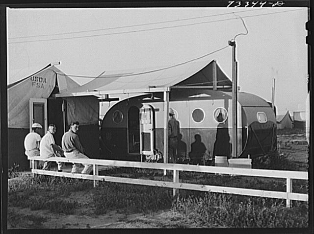 Nyssa, Oregon. FSA (Farm Security Administration) mobile camp. Japanese-Americans patronize the camp clinic
