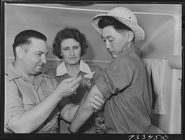 Nyssa, Oregon. FSA (Farm Security Administration) mobile camp. Japanese-Americans in the clinic