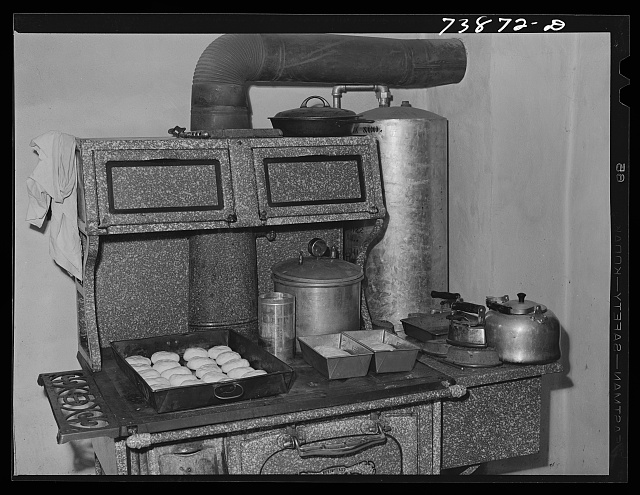 Ola, Idaho. Bread rising in the kitchen of a member of the Ola self-help cooperative