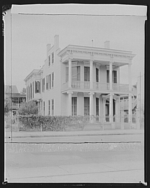 Nineteenth-century Greek revival house. 1749 Coliseum Street. New Orleans, Louisiana